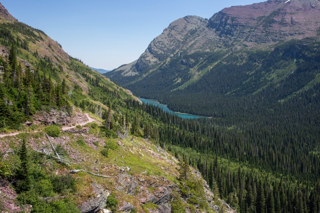 Grinnell Glacier Trail met in de vallei Lake Josephine in Glacier National Park