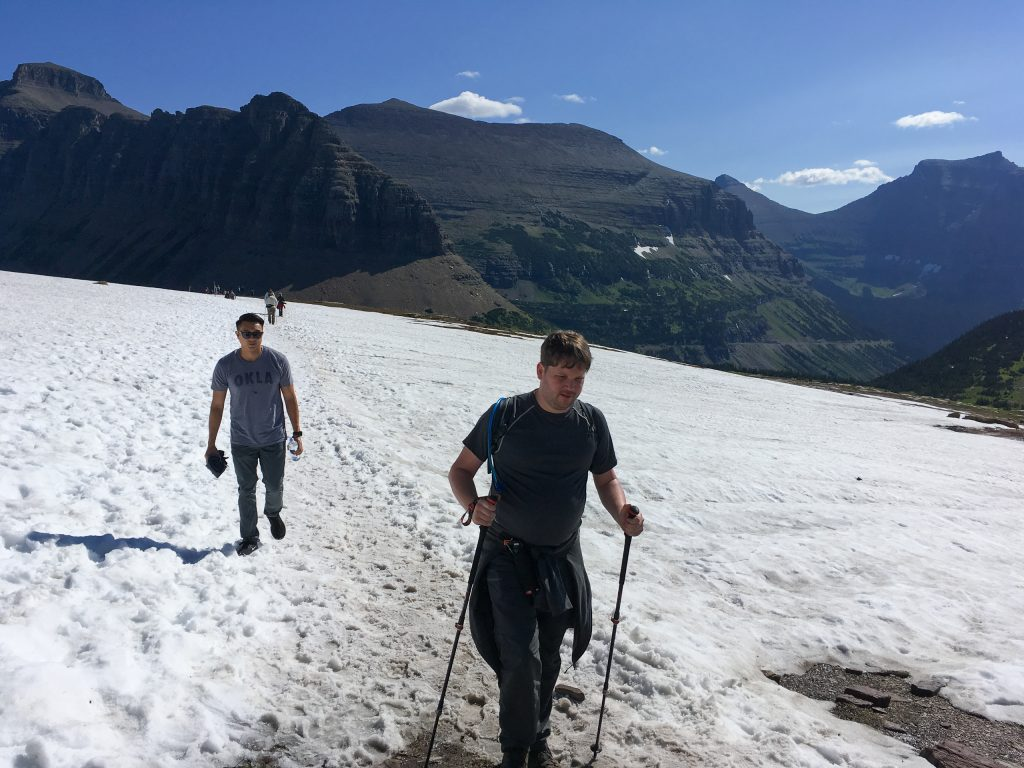 Sneeuw op Hidden Lake Trail in Glacier National Park